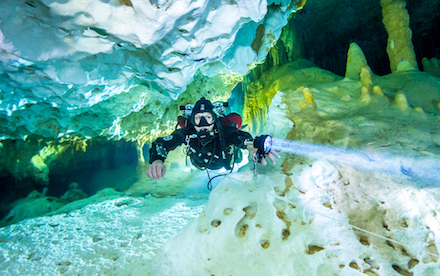Cave Diving 04