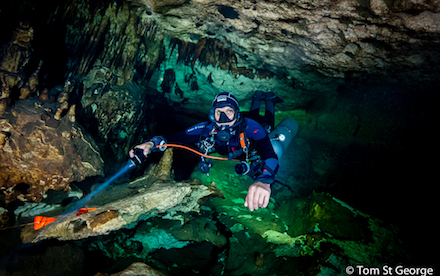 Cave Diving 08